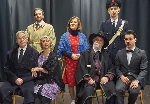 il cast dello spettacolo al completo