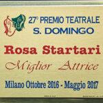 la targa del premio Santo Domingo a Rosa Startari