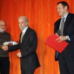 Vincenzo La Camera riceve il trofeo premio teatrale Vimodrone