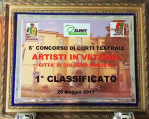 la targa trofeo del 6° concorso Artisti in vetrina di Cologno Monzese